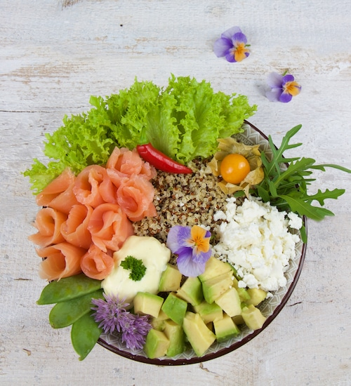 gesunde-bowls-lachs-avocado-bowl
