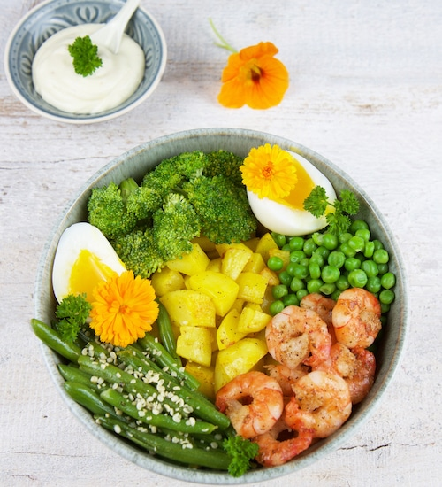 gesunde-bowls-protein-bowl-mit-garnelen
